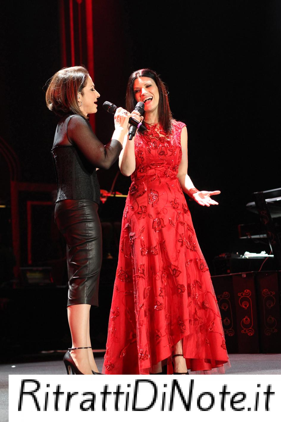 "Laura Pausini e Gloria Estefan ©""The Theater at Madison Square Garden"""