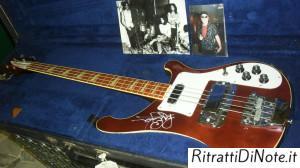 Il basso autografato di Brian Wilson dei Deep Purple