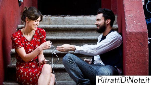 "Keira Knightley e Adam Levine in ""Begin Again"""