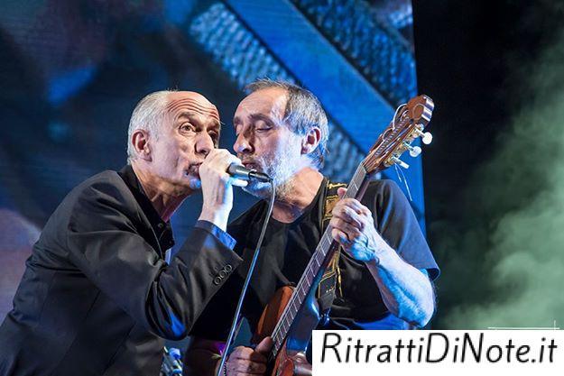 Fausto Mesolella e Peppe Servillo durante l'esibizione degli Avion Travel alla Repubblica delle Idee Ph Luigi Maffettone