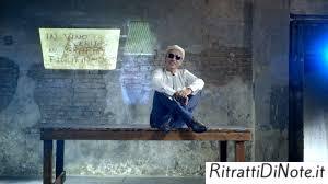 """Ligabue (frame tratto dal videoclip di """"Siamo chi siamo"""")"""