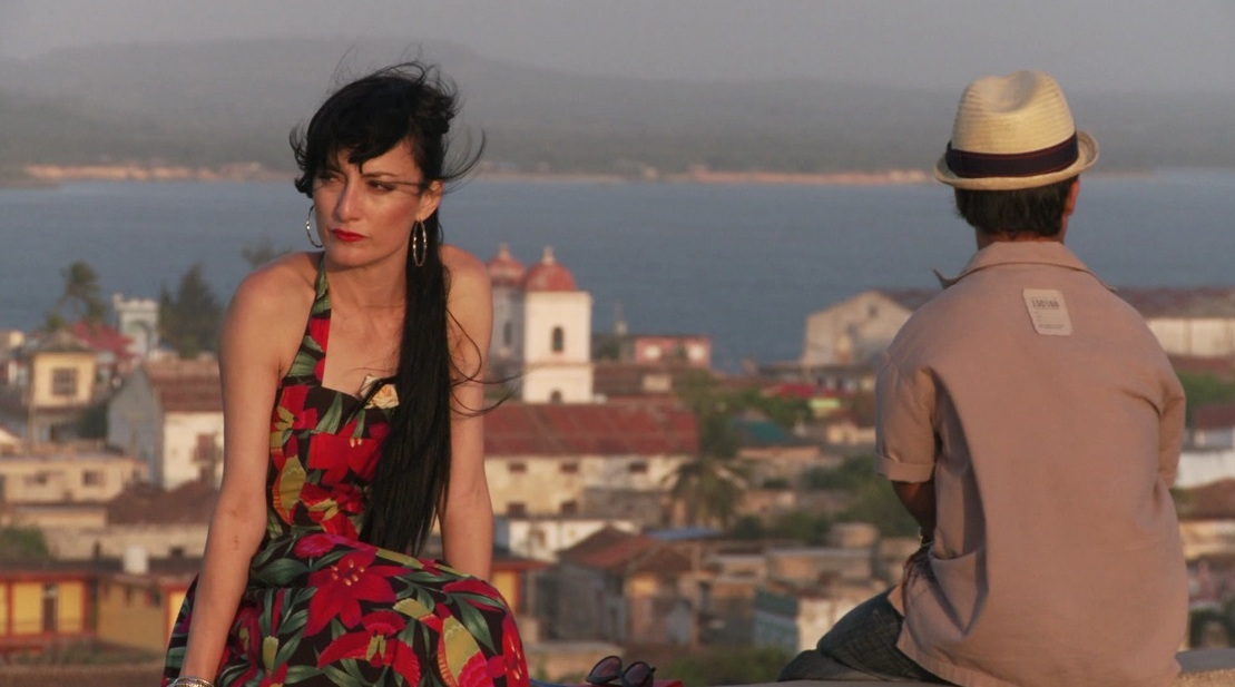 Cucu Diamantes in una scena tratta dal film Amor Crònico