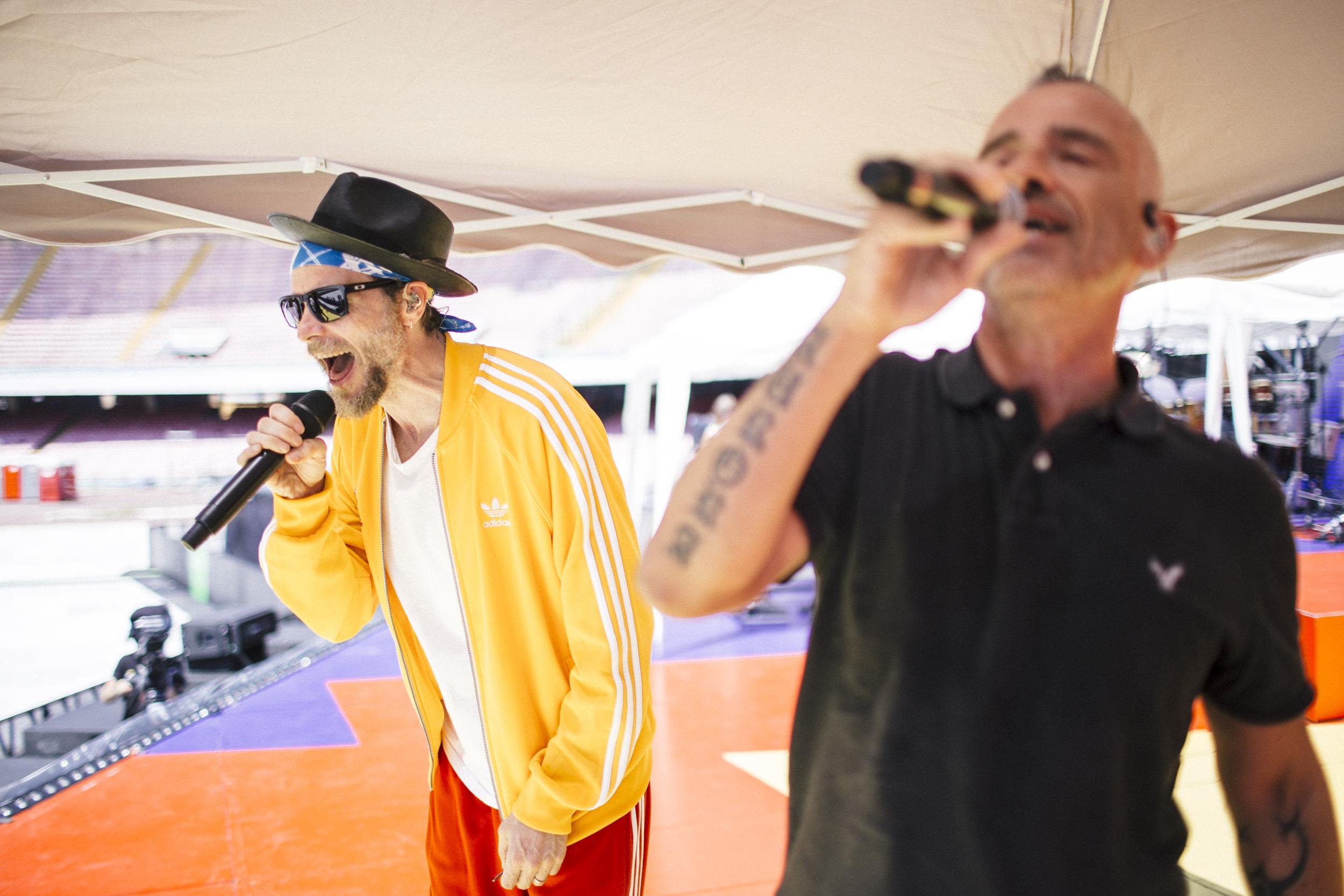 Jovanotti ed Eros Ramazzotti durante le prove dell'omaggio a Pino Daniele ph Ufficio stampa Goigest
