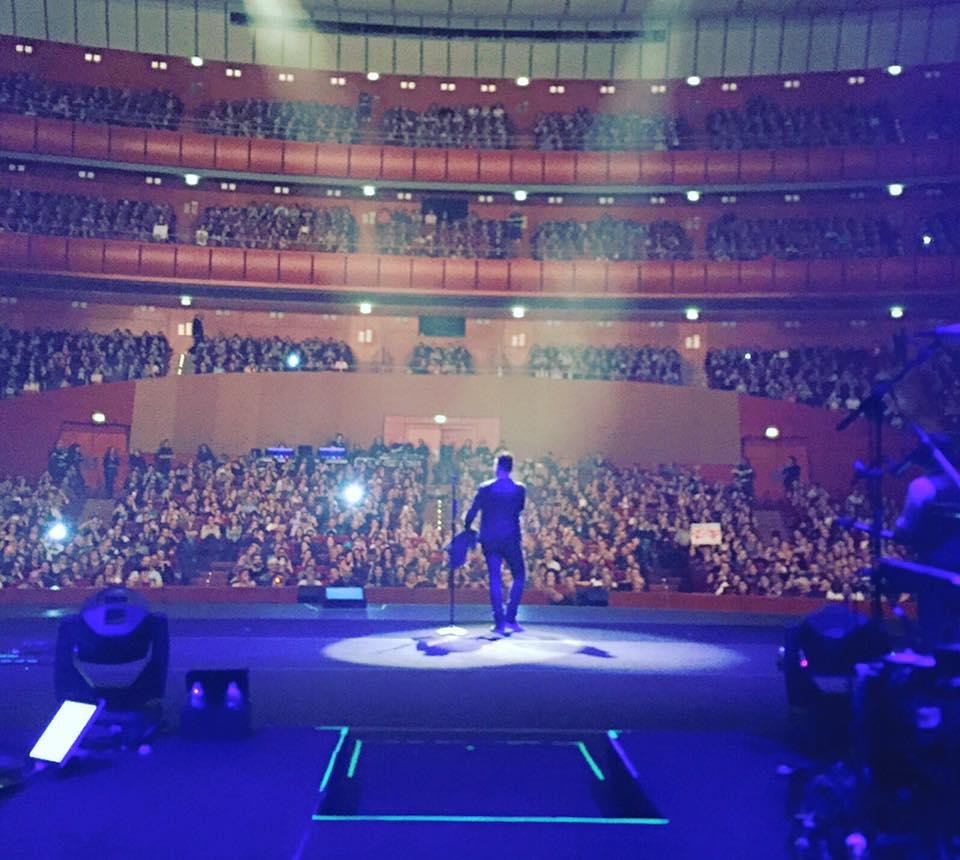 Nek live @ Teatro degli Arcimboldi -Milano ( Scatto pubblicato sulla pagina Facebook dell'artista)